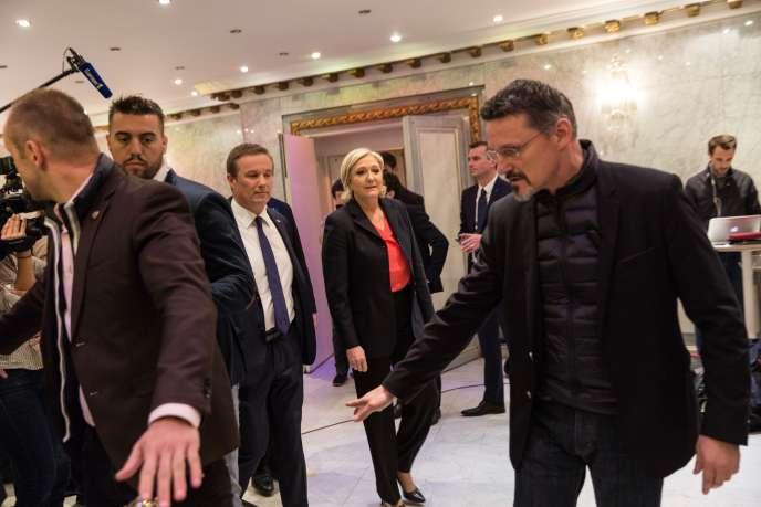 Lors de la conférence de presse commune de Marine Le Pen et Nicolas Dupont-Aignan.