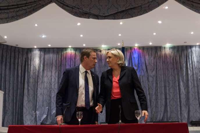 Marine Le Pen et Nicolas Dupont-Aignan, lors d'un point presse commun au siège du Front national le samedi 29avril.