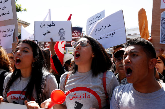 Manifestation le 29 avril à Tunis contre une loi qui pourrait protéger de poursuites judiciaires les accusés de corruption.