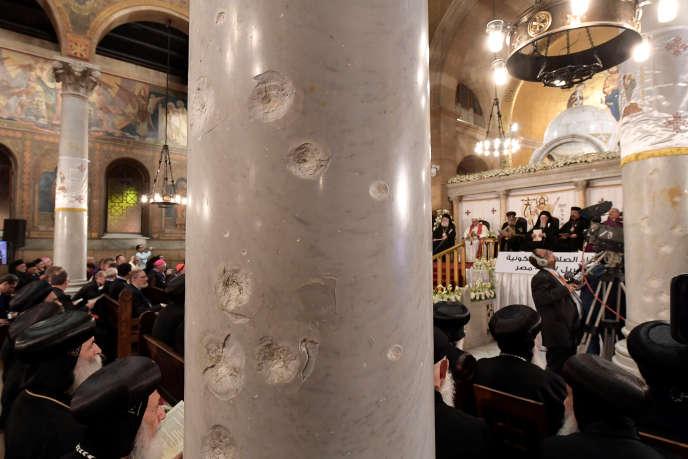 Le pape Francois et le pape Théodore II dans l'église copte Saint-Pierre et Saint-Paul d'Alexandrie, le 28 avril.