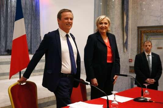 Nicolas Dupont-Aignan et Marine Le Pen, le 29 avril 2017.