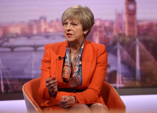 Theresa May sur le plateau de la BBC, dimanche 30 avril.