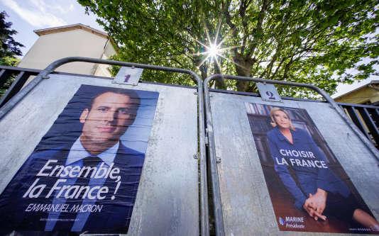 Affiches électorales d'Emmanuel Macron et de Marine Le Pen.