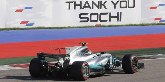 La Mercedes de Valterri Bottas remporte le Grand Prix de Russie le 30 avril.