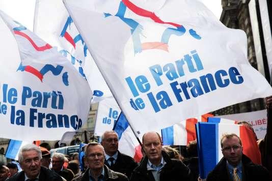 Defilé rue de Rivoli , à Paris, des sympatisants de Jean-Marie le Pen le 1er mai.