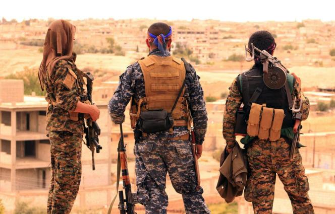 Les Forces démocratiques syriennes, alliance d'environ 30 000 combattants kurdes et arabes syriens soutenue par les Etats-Unis, ont lancé une grande offensive pour reprendre Rakka le 5 novembre.