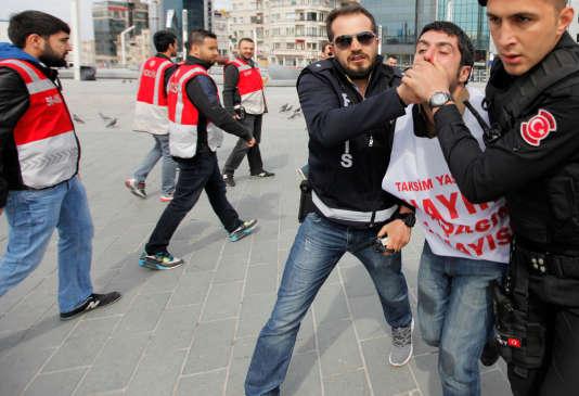 Les rassemblements sur la place Taksim d'Istanbul sont interdits depuis les grandes manifestations contre le président Erdogan de 2013.