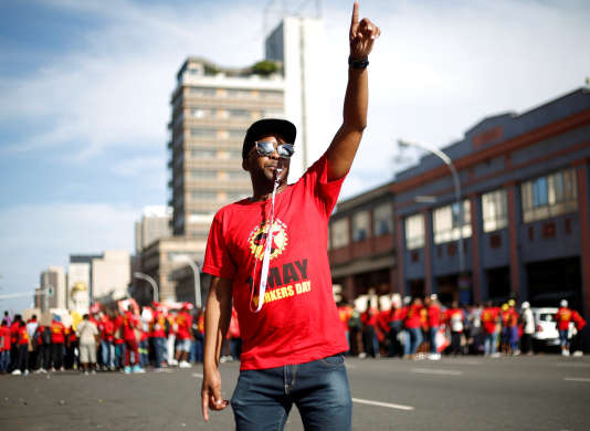 Rassemblement du 1ermai organisé par la nouvelle Fédération sud-africaine des syndicats (Saftu) à Durban, en Afrique du Sud.