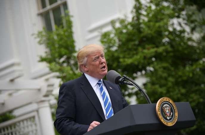 Le président des Etats-Unis, Donald Trump, dans les jardins de la Maison Blanche, à Washington, le 1er mai 2017.