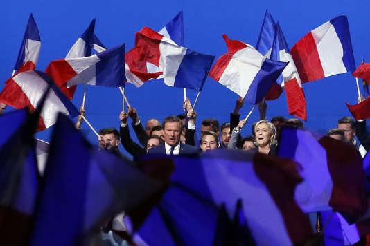 Ce rassemblement ponctuait une semaine agitée dans la commune du président de Debout la France.