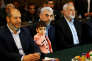 L'ancien chef du Hamas à Gaza,Ismaël Haniyeh (à droite), et son successeurYahya Sinouar (au centre), le 1er mai à Gaza.
