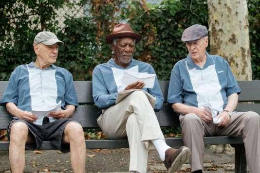 De gauche à droite :Alan Arkin, Morgan Freeman etMichael Caine dans le film américain de Zach Braff,« Braquage à l'ancienne» («Going In Style»).