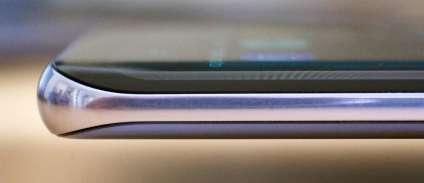 Les flancs du LG sont bien protégés par un épais cerclage en aluminium.