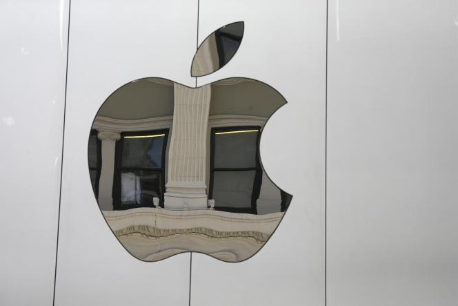 Le logo d'Apple sur la boutique d'Union Square à San Francisco en Californie, le 19 mai 2016.