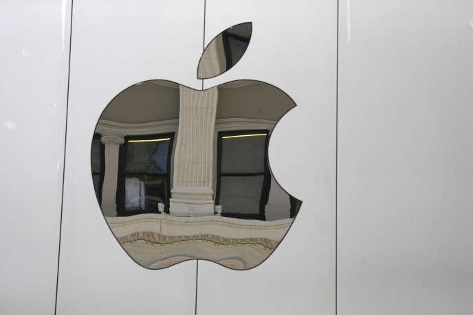 Logo d'Apple dans un magasin à San Francisco, le 19 mai 2016.