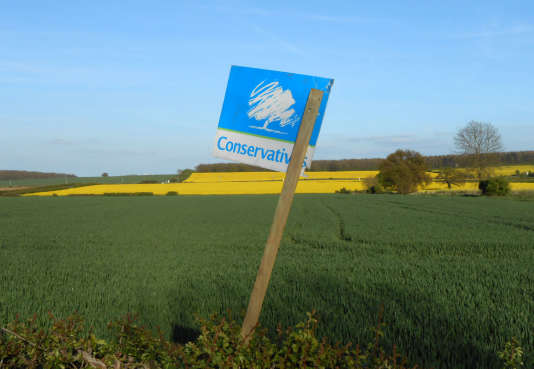 Un panneau électoral des conservateurs, le 23 avril à Retford, dans lesMidlands de l'Est.