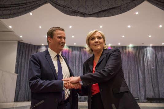 Nicolas Dupont-Aignan et Marine le Pen, le 29 avril 2017, à Paris.