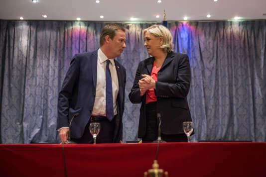 Conférence de Presse de Marine le Pen et Nicolas Dupont Aignan qui a décidé de rallier la candidate, samedi 29 avril 2017 aux salons Hoche à Paris. Fin de la prise de parole.