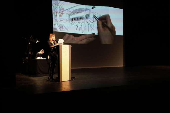 Soirée anniversaire de Noir sur blanc au Théâtre de Vidy, à Lausanne, le 3 avril. Sur scène, l'écrivaine polonaise Dorota Maslowska et l'illustratrice Fanny Vaucher.