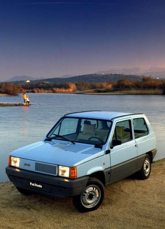 La Panda se pose comme la version italienne de laCitroën 2 CV et de la Renault 4L.