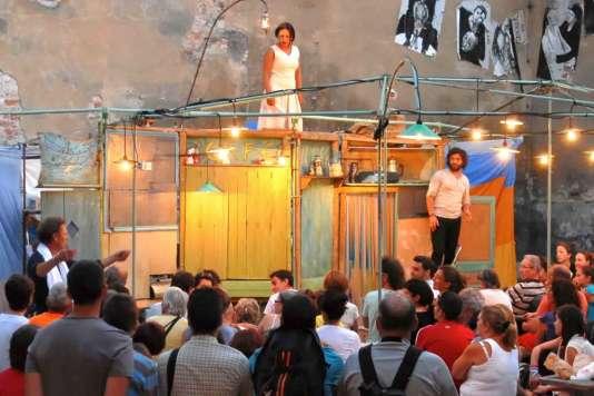 « Café Ulysse», avecReinier Sagel, Francine Vidal et Fatimzhora Zemel (compagnie Caracol).