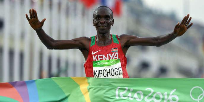 Le Kényan Eliud Kipchoge, lors de sa victoire au marathon olympique de Rio, en 2016.
