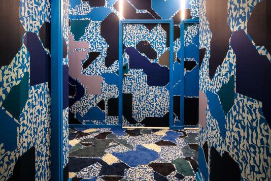 Un couloir du Drawing Hotel,à Paris, revu parle duo d'artistesLek & Sowat.
