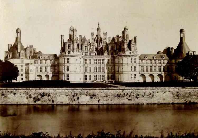 Photographie de S.-M. Mieusement (1868), où l'on distingue, sur la terrasse, les parterres et les alignements de marronniers.