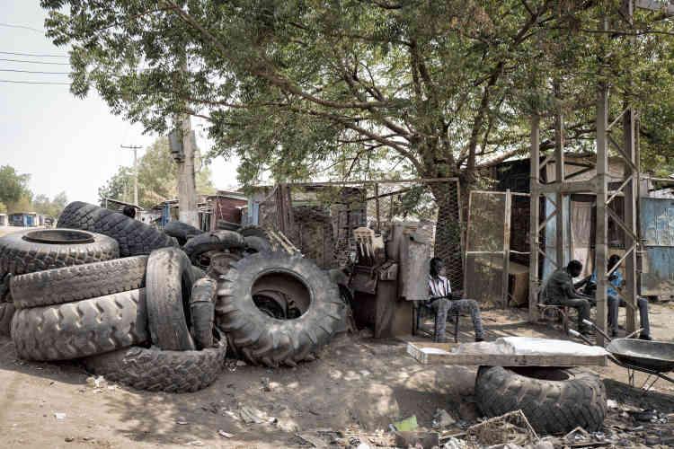 Scène de la vie ordinaire dans une rue de Malakal.