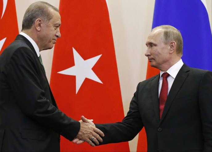 Le président turcRecep Tayyip Erdogan avec son homologue russe Vladimir Poutine, àSotchi (Russie), le 3 mai 2017.