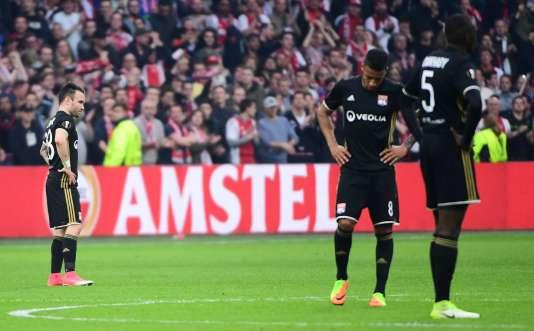 La déception des Lyonnais après leur défaite face à l'Ajax.
