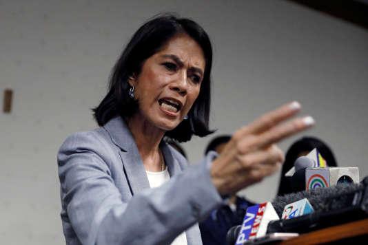 « Si vous souhaitez être confirmé, ne vous attaquez pas aux grosses entreprises », s'est insurgée Mme Lopez dans une conférence de presse.