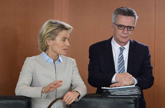 Les ministres allemands de la défense et de l'intérieur, Ursula von der Leyen et Thomas de Maizière, le 9 novembre 2016 à Berlin.