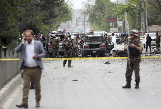 L'attaque à la voiture piégée visait un convoi de troupes étrangères patrouillant près de l'ambassade américaine dans le centre de Kaboul.