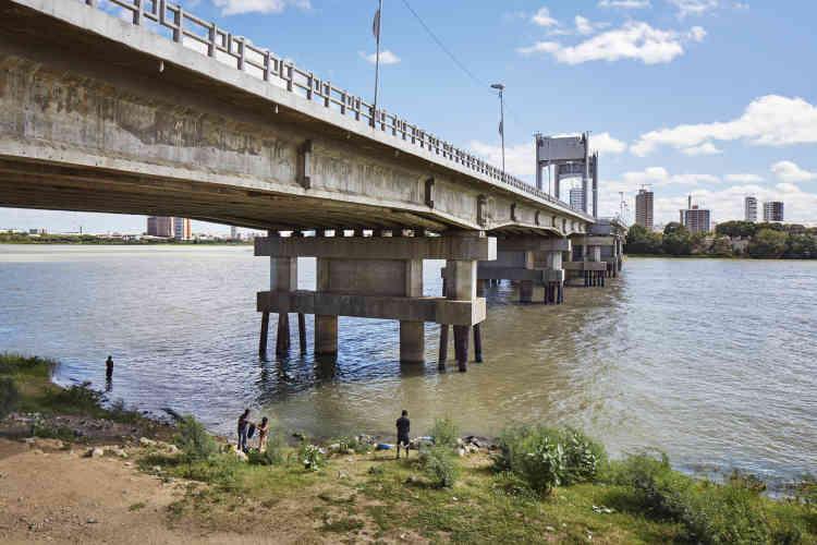 Le 25 avril. Le Nordeste est la région la plus touchée par la sécheresse. A Petrolina, les agriculteurs ont trouvé leur salut grâce à la mise en place d'un système d'irrigation parti du fleuve Sao Francisco.