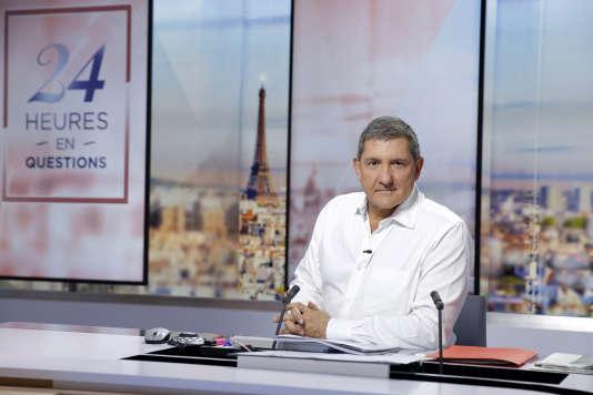 Yves Calvi, sur le plateau de «24 heures en questions», en septembre 2016.