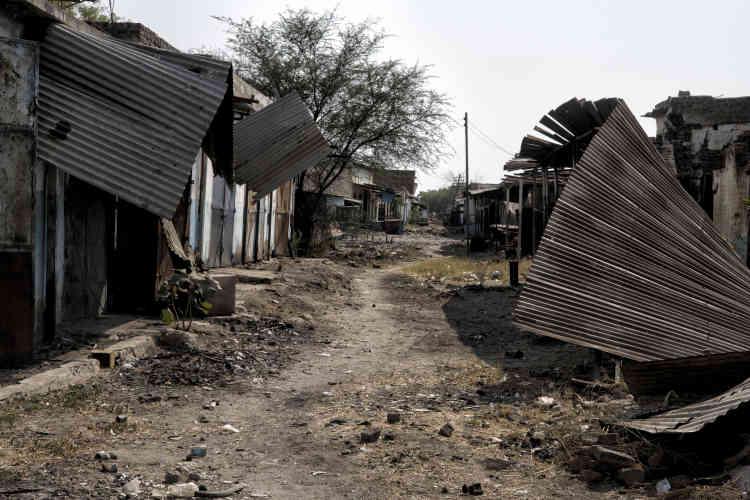 Une rue commerçante détruite par les combats entre les rebelles et les soldats de l'Armée populaire de libération du Soudan (APLS, dirigée par des proches du président Kiir)à Malakal. La ville était la deuxième du pays avant la guerre civile en 2013. Véritable carrefour commercial, elle comptait plus de 150 000 habitants. Aujourd'hui, elle n'en abrite plus que 13 000, presque exclusivement des soldats loyalistes et leur famille.