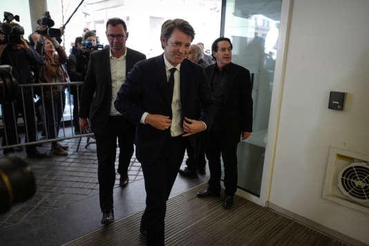 François Baroin arrive le 24 avril 2017 au siège du parti LR à Paris pour participer au bureau politique, au lendemain de l'élimination de François Fillon lors du premier tour de l'élection présidentielle.