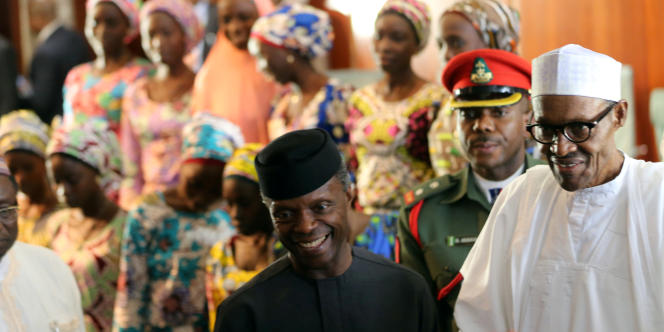 Le président Muhammadu Buhari (en blanc) et son vice-président Yemi Osinbajo (en noir) à Abuja en octobre 2016.