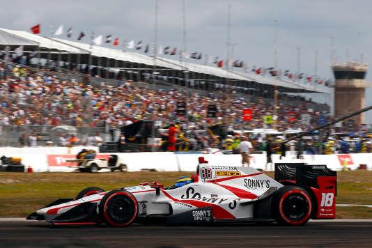 Le 12 mars, Sébastien Bourdais remporte le Grand Prix Firestone de Saint-Petersburg, deuxième étape du Verizon IndyCar Series.