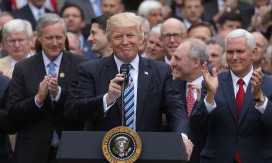 Donald Trump, Mike Pence et les républicains du Congrès, le 4 mai 2017 à la Maison Blanche.
