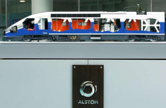 Un modèle réduit de TGV, avec le logo Alstom, à Saint-Ouen, près de Paris, le 4 mai.