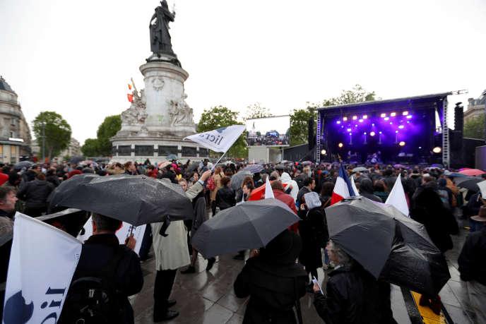 Un collectif d'une trentaine d'associations est à l'origine de ceconcert qui a rassemblé Carmen Maria Vega, Féfé, Jane Birkin ou Pete Doherty sur la place de la République.