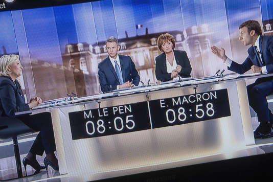 Captation TV du débat pour le second tour de la présidentielle 2017 entre Marine Le Pen et Emmanuel Macron, le 3 mai.