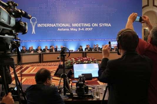 Le processus d'Astana, qui vise à faire respecter un cessez-le-feu en Syrie conclu endécembre 2016, a été lancé en janvier, sous l'égide de Moscou, Téhéran et Ankara.