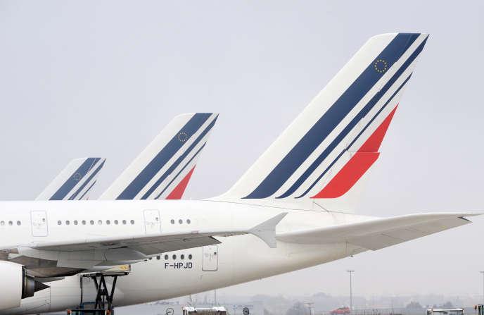 Des avions de la compagnie Air France sur le tarmac de l'aéroport Roissy-Charles-de-Gaulle.
