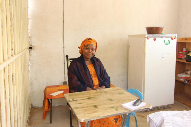 A Niamey, Falamata Aouami a ouvert la sandwicherie « Lanceur d'alerte» après avoir été licenciée pour avoir dénoncé des pratiques frauduleuses de la banque qui l'employait.