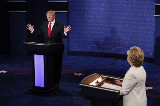 Donald Trump et Hillary Clinton, lors de leur dernier débat, le 19 octobre 2016 à Las Vegas.