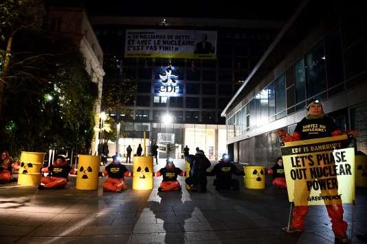 A Paris, devant le siège d'EDF, le 14 décembre 2016.