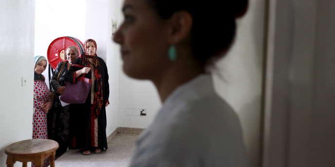 A l'institut Salah-Azaïz de Tunis, en octobre 2015, lors d'une journée de prévention du cancer du sein.
